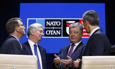 (L-R) U.S. Defense Secretary Ash Carter, Britain's Secretary of State for Defense Michael Fallon, Ukraine's President Petro Poroshenko, and NATO Secretary General Jens Stoltenberg attend a working session at the NATO Summit in Warsaw, Poland July 9, 2016. REUTERS/Kacper Pempel