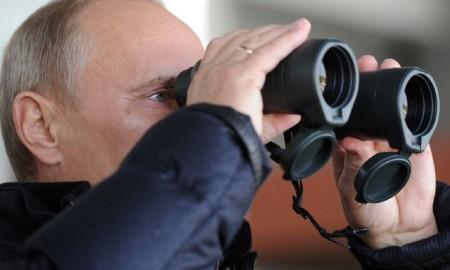 putin-binoculars